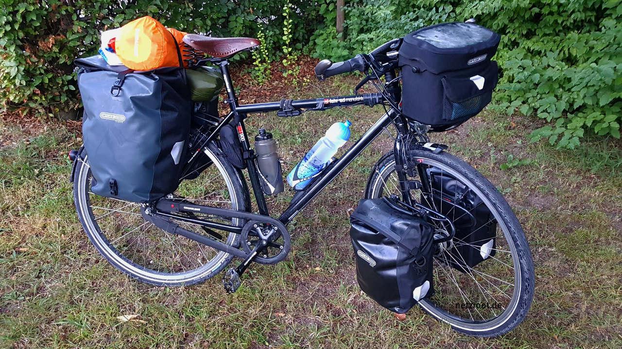 Mein voll bepacktes Fahrrad für die Reise auf der Via Claudia Augusta.