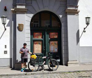 Vor der Augsburger Puppenkiste