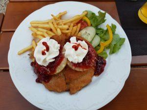 """Das """"Schnitzel Hawaii"""" vom Schnitzelhaus in Landsberg am Lech"""